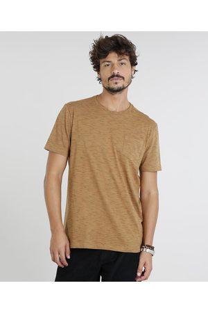 Basics Camiseta Masculina com Bolso Manga Curta Gola Careca Caramelo