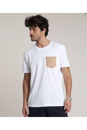 Clockhouse Camiseta Masculina com Recorte e Bolso Manga Curta Gola Careca Off White