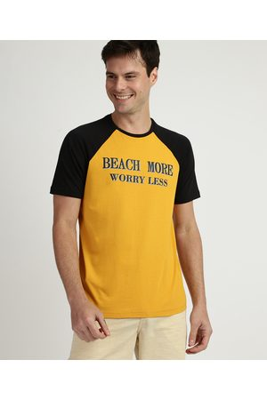 """Suncoast Camiseta Masculina Beach More Worry Less"""" Manga Curta Raglan Gola Careca Amarela"""""""
