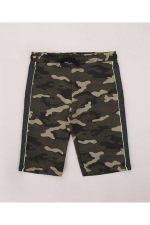 Fifteen Bermuda de Moletom Juvenil Estampada Camuflada com Recorte e Vivo Contrastante Verde Militar