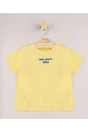 """BABY CLUB Camiseta Infantil New Year's Vibes"""" Manga Curta Amarela"""""""
