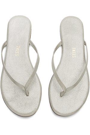 Tkees Sandal in Metallic Silver. - size 5 (also in 6, 7, 8, 9, 10)