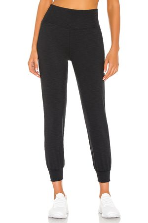 Beyond Yoga Heather Rib Midi Jogger in Black. - size L (also in M, S, XL, XS)