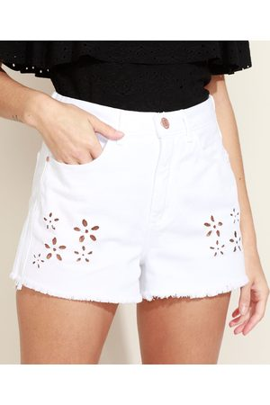 Clockhouse Short Jeans Feminino Mom Cintura Super Alta com Corte a Laser Branca