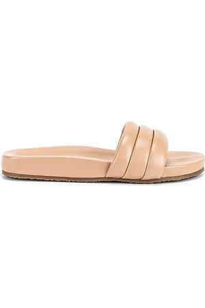 Seychelles Low Key Sandal in Beige. - size 5 (also in 9)