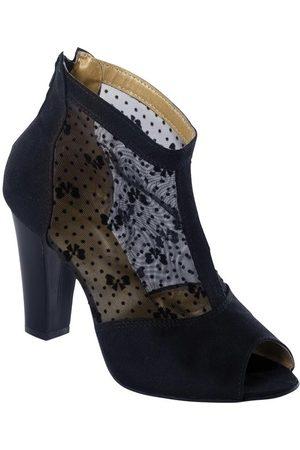 QUEIMA ESTOQUE Ankle Boot com Detalhe de Renda