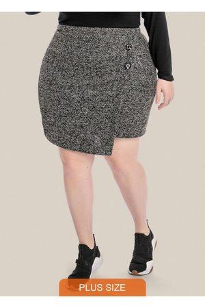 Vinculo Basic Mulher Minissaia - Saia Plus Size com Transpasse e Botões Preta