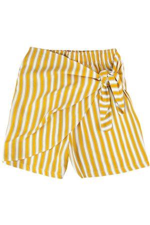Malwee Shorts Amarela Listrado com Sobreposição