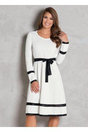 ROSALIE Mulher Vestido Médio - Vestido Evasê Off White e Preto Moda Evangélica