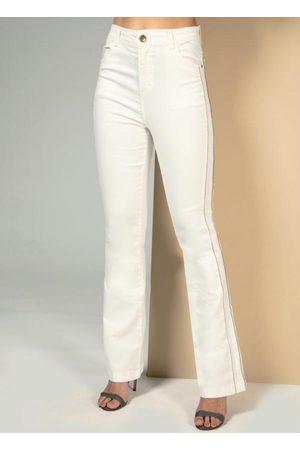 QUINTESS Calça Off White com Bolsos Funcionais e Filete N