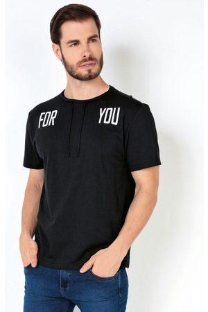 MODA POP Homem Manga Curta - Camiseta Preta com Estampa e Cadarço