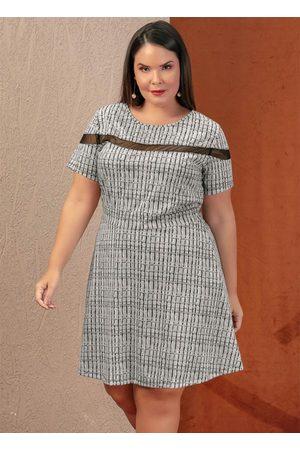 Marguerite Vestido Curto Abstrato com Tule Plus Size