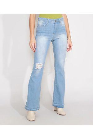 YESSICA Calça Flare Jeans Destroyed com Barra Desfiada Cintura Alta Claro