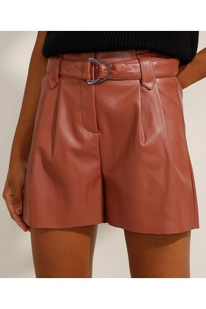 Clock House Short Clochard Cintura Super Alta com Pregas e Cinto Escuro