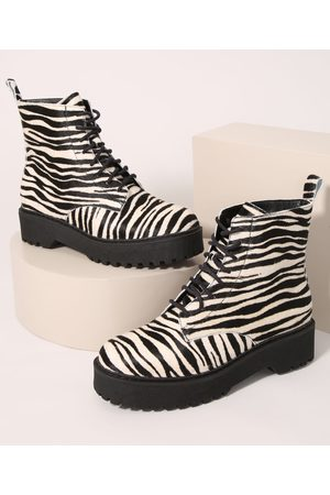 Oneself Bota Coturno Feminina Cano Baixo Estampada Animal Print de Zebra Multicor