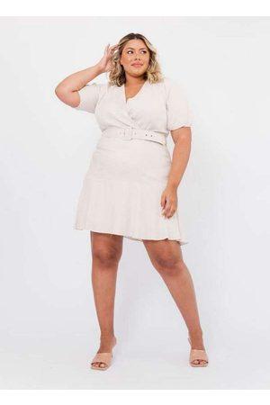 Tal Qual Vestido Almaria Plus Size com Cinto