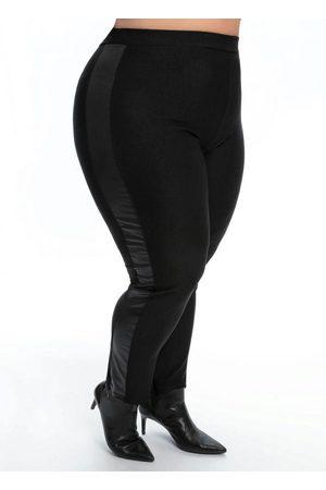 Mink Calça Plus Size Legging Preta e Lateral em Cirrê