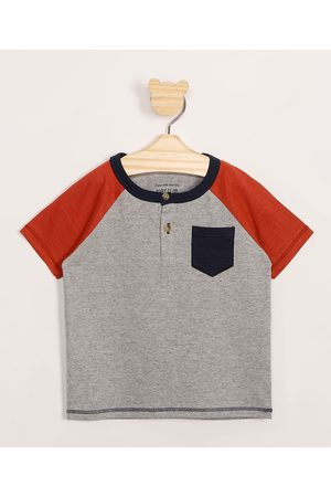 BABY CLUB Camiseta Infantil Raglan com Bolso Manga Curta Gola Portuguesa Mescla