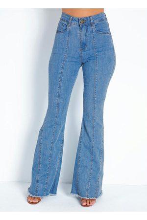 Sawary Jeans Calça Jeans Boot Cut com Barra Desfiada Sawary