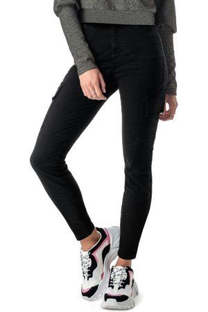 ENFIM Calça Preta Skinny em Sarja Stretch