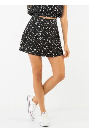 Vinculo Basic Mulher Minissaia - Shorts Saia Estrelas Brancas