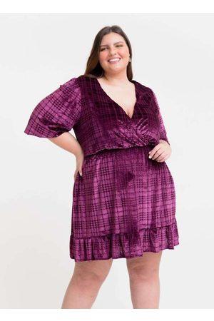 Tal Qual Vestido Curto Almaria Plus Size Decote V